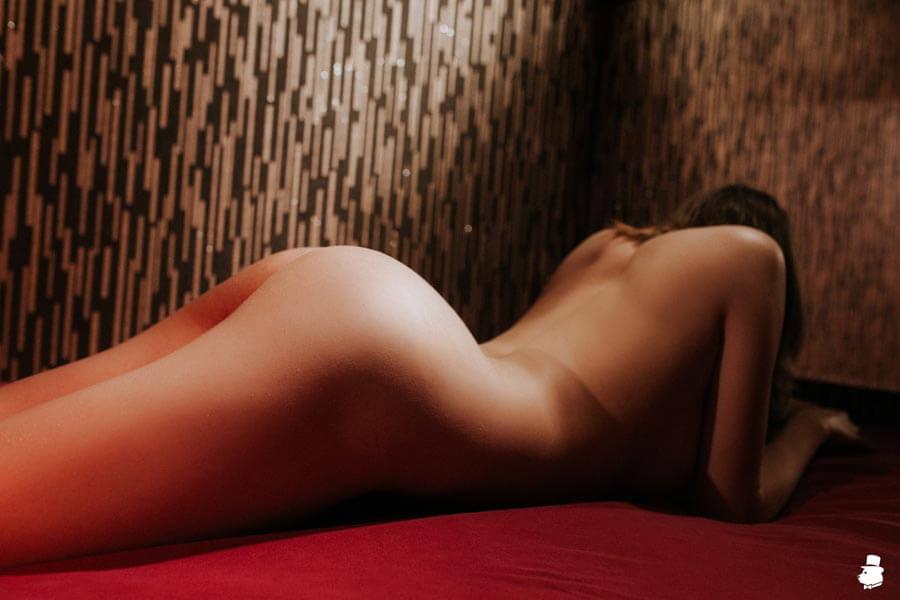 Масла в эротическом массаже